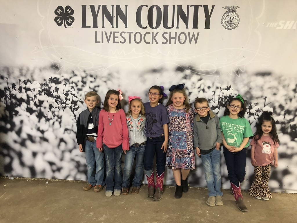 2nd grade kiddos at the Lynn County Stockshow